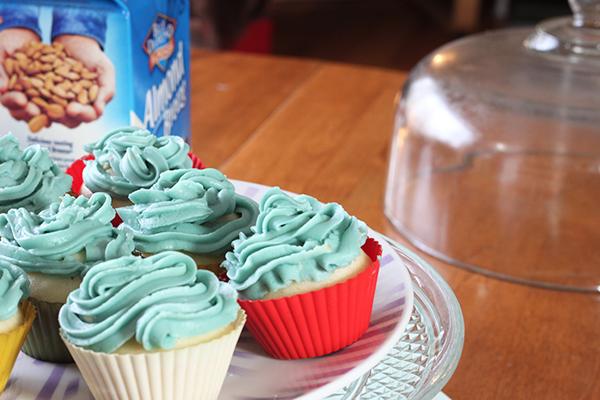 vegan vanilla almond cupcakes