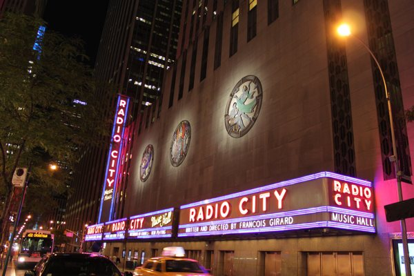 radiocity music hall outside