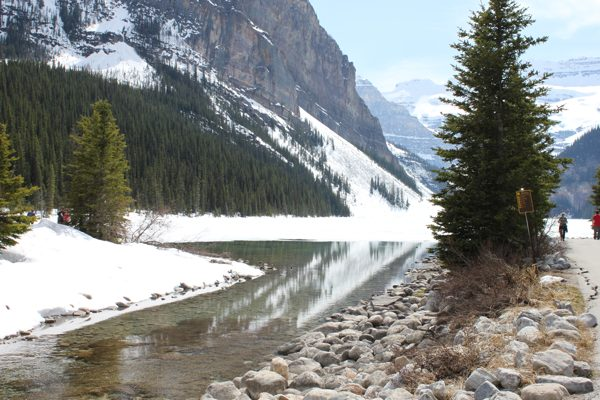 lake louise mountains