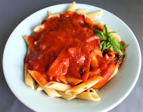 vegan tomato basil pasta sauce