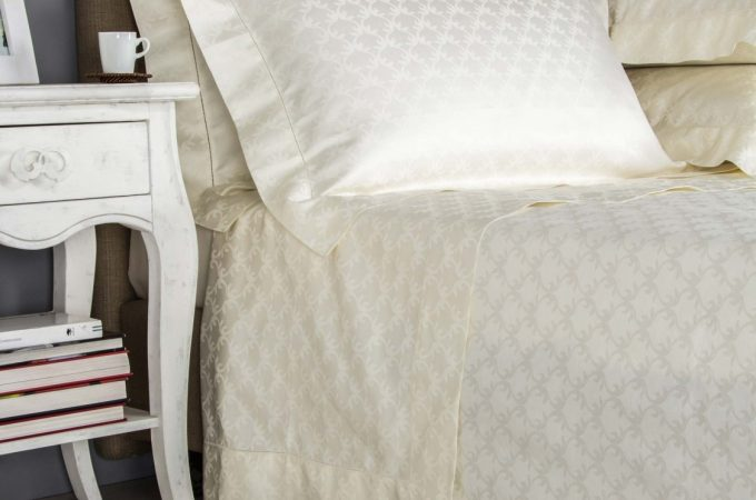 How to Sleep Better Naturally: Choose Natural Fabric Bed Linens